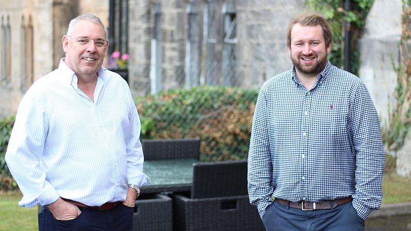 mage: (L-R) Graeme Scott, MD of sarn Technologies Ltd and Dan Kitchen, CEO of razorblue