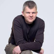 Adrian Chiles will co-host a new show, 5 live Daily